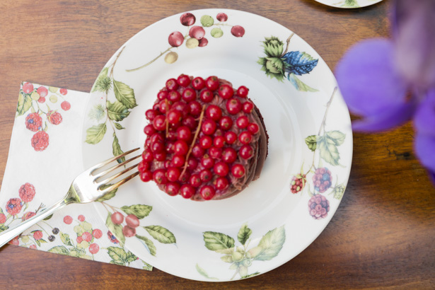 mini cake de nutella e frutas vermelhas