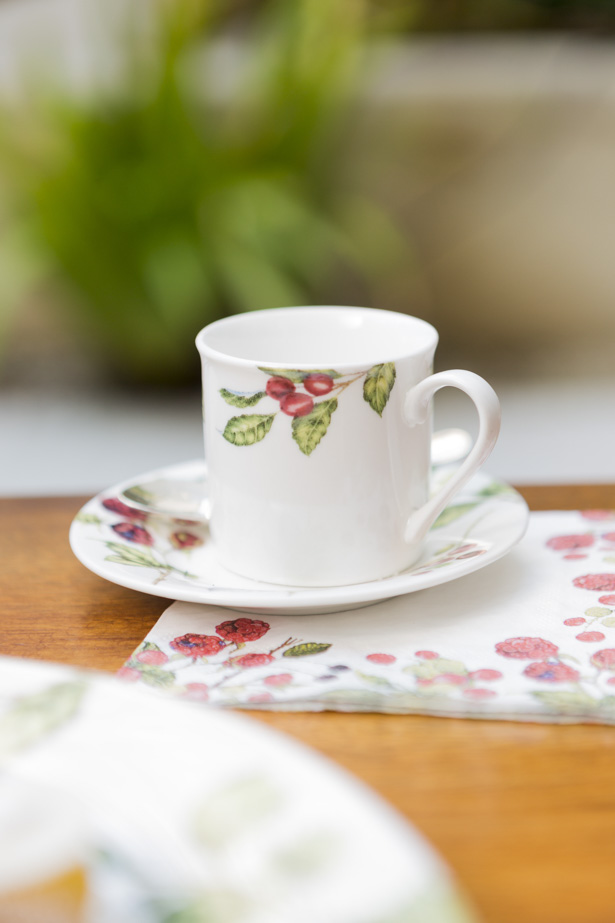 xícara berries cecilia dale para a primavera