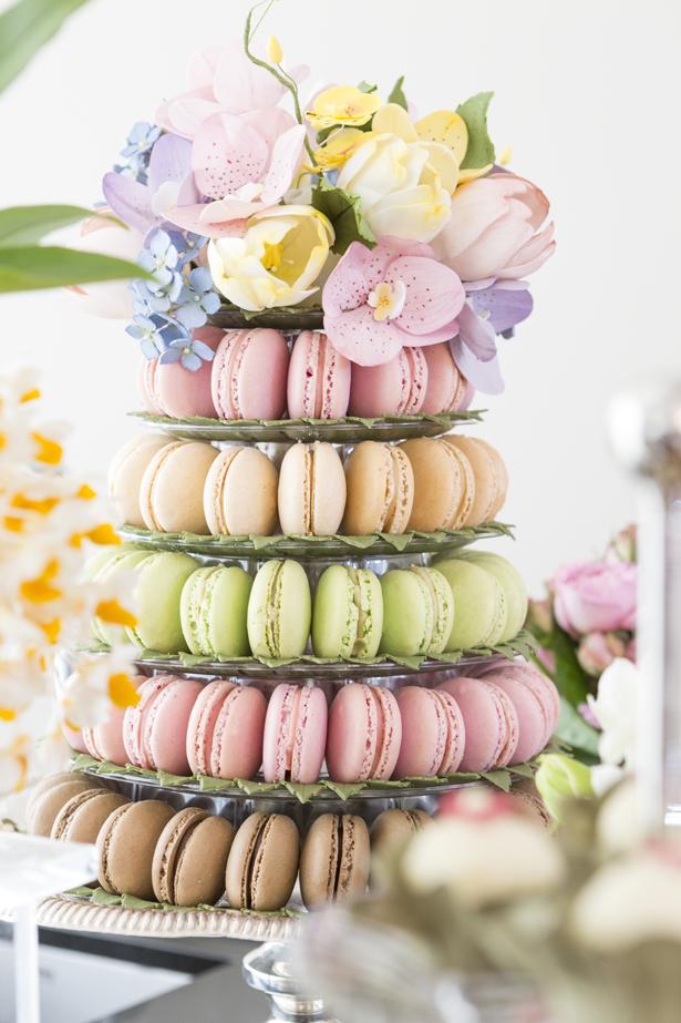 cascata de macarons em tom pastel