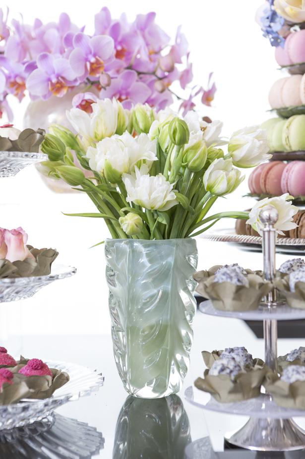 Muranos Theodora Home com flores brancas