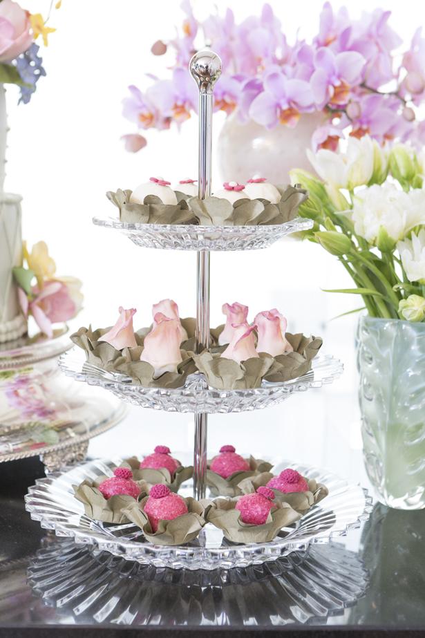 porta-doces em prata com docinhos Pati Piva