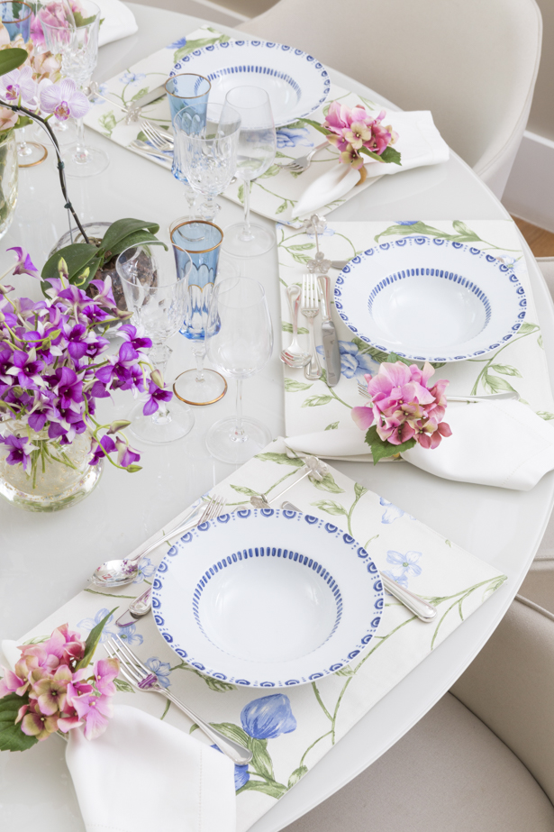 jantar clássico com azul e rosa