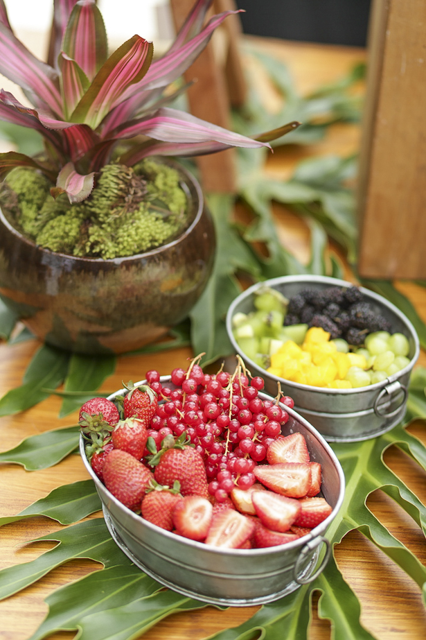 frutas em balde de gelo