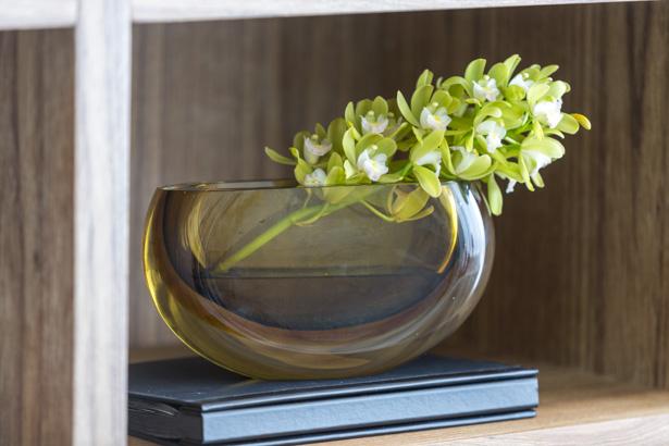 centro de mesa âmbar com orquídeas