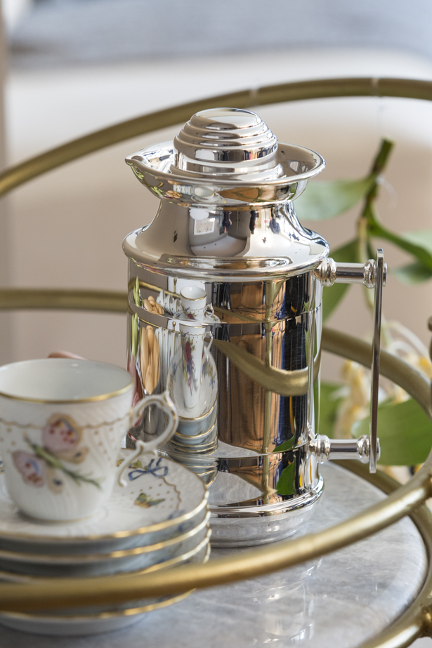 garrafa térica de prata para servir o café
