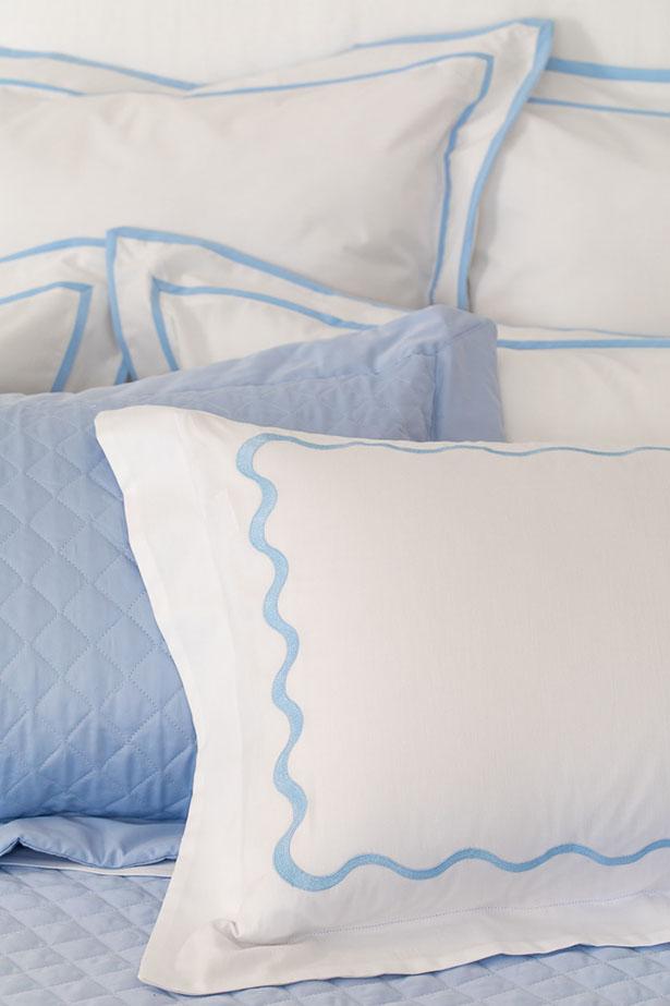 travesseiros em azul e branco coleção Capri Valencien
