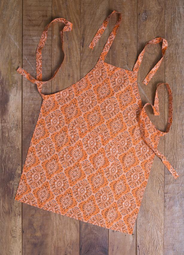 avental com estampa de bandada laranja