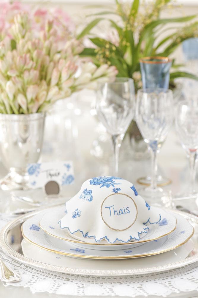 bolo confeitado em azul e branco Isabella Suplicy