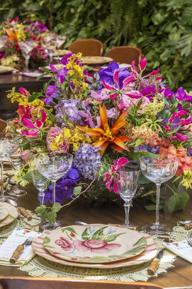 arranjo colorido com orquídeas Milplantas