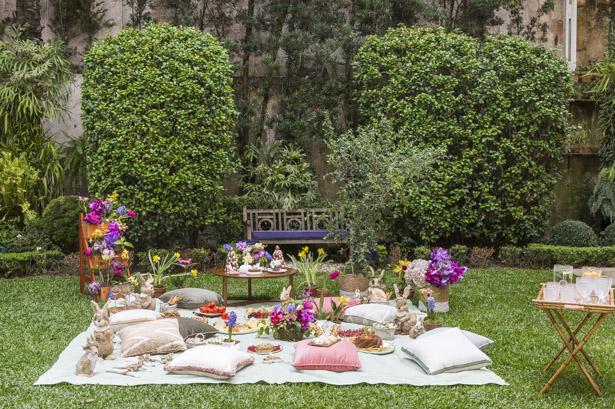 Piquenique de Páscoa no jardim