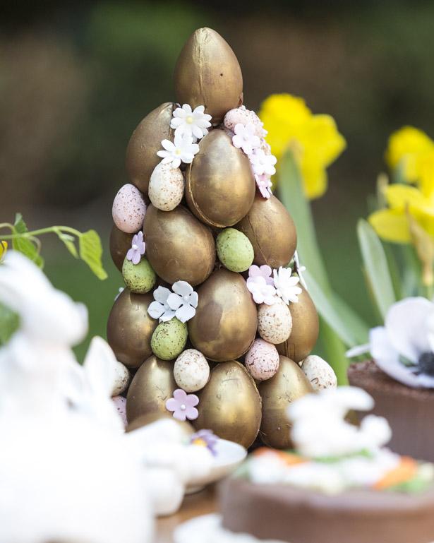 topiarias com mini ovos dourados e flores Pati Piva