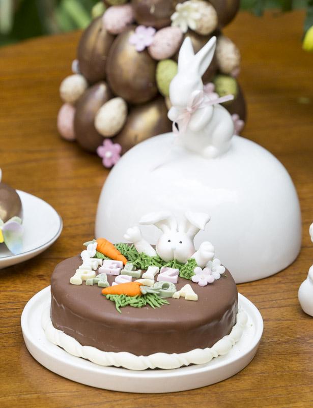 bolo de chocolate de Páscoa da Pati Pivano porta-queijo Happy Easter