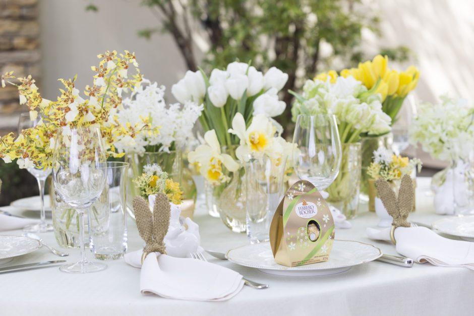 mesa em branco amarelo e dourado para Páscoa