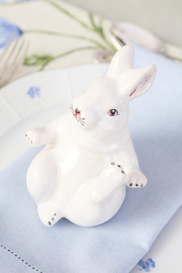 coelho de cerâmica decorativo para a Páscoa