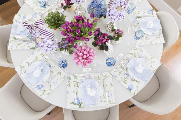 mesa decorada de Páscoa com tons suaves