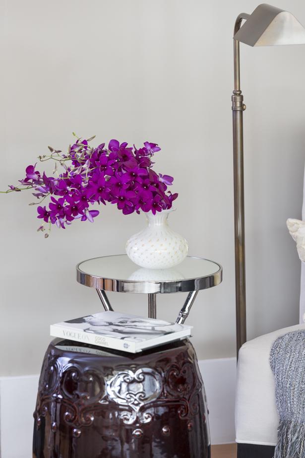 orquídeas em vas branco com ouro cristais cá d'oro