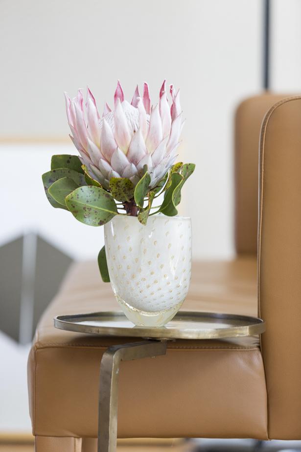 flor exótica em vaso clássico de crirtal