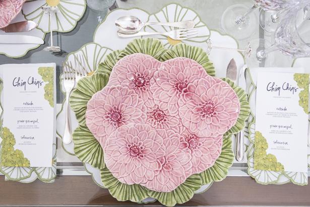 louça com flores em alto-relevo Bordallo Pinheiro