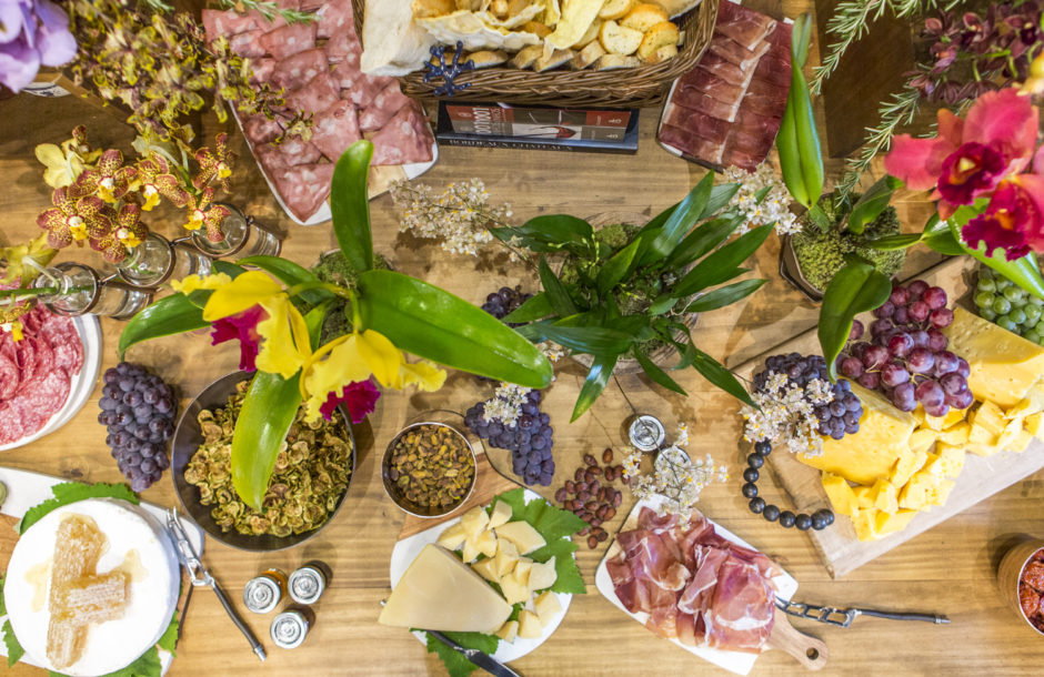mesa de aperitivos como receber bem
