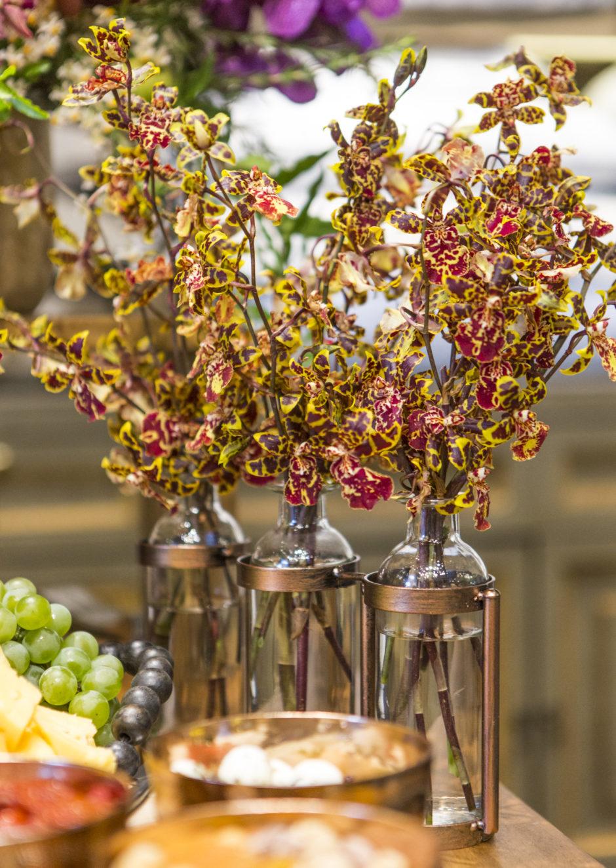 orquídeas em vasos de vidro blue gardênia