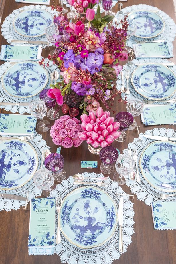 jantar romântico com cores rosa e azul